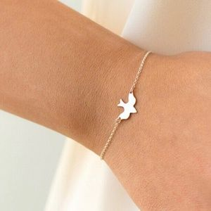 Jewelry - Gold dove sparrow bird bracelet minimalist new